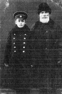 1aa26da826da7 祖父フィリップとコンスタンチン(10歳位)